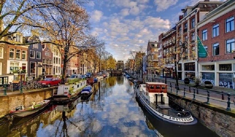 Tradicionais canais de Amsterdã