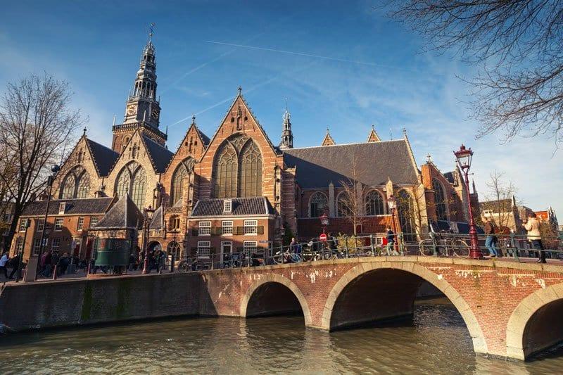 Igreja Oude Kerk em Amsterdã
