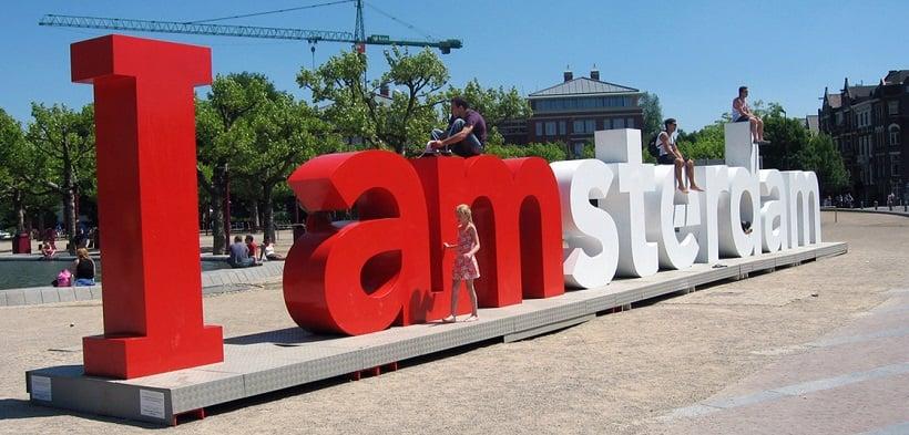 Letreiro I Amsterdam para curtir a lua de mel