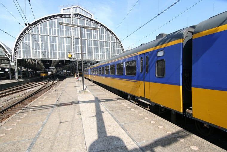 Andar de trem em Amsterdã e na Holanda