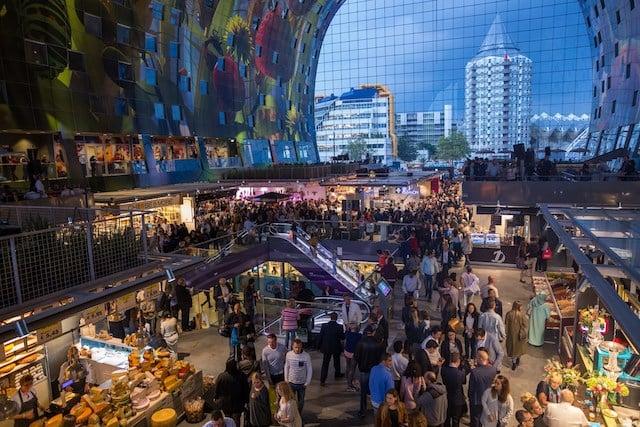 Refeição no Markthal em Roterdã