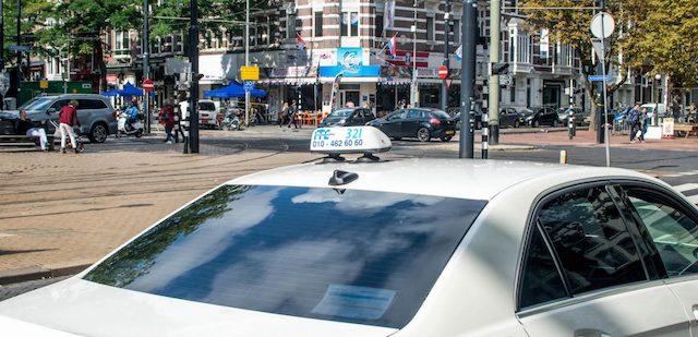 Táxi do aeroporto de Roterdã até o centro